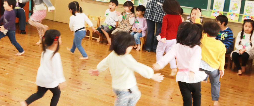 大宮白百合幼稚園 教室の子供 写真